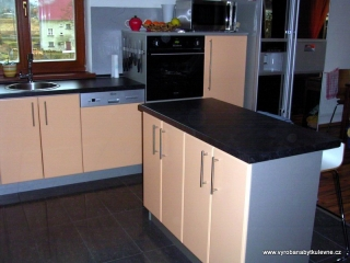 Kuchyň patina, dvířka hladká - barva meruňka