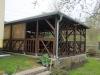 Dřevěná pergola i s krbem a zahradním nábytkem