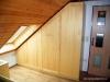 Vest. podkrovní skříň na míru z masivní borovice